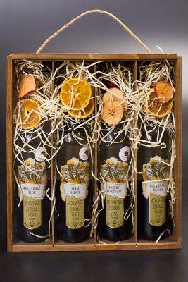 Dekoračně balené 4 ks vína v mořené dřevěné krabici Nadine